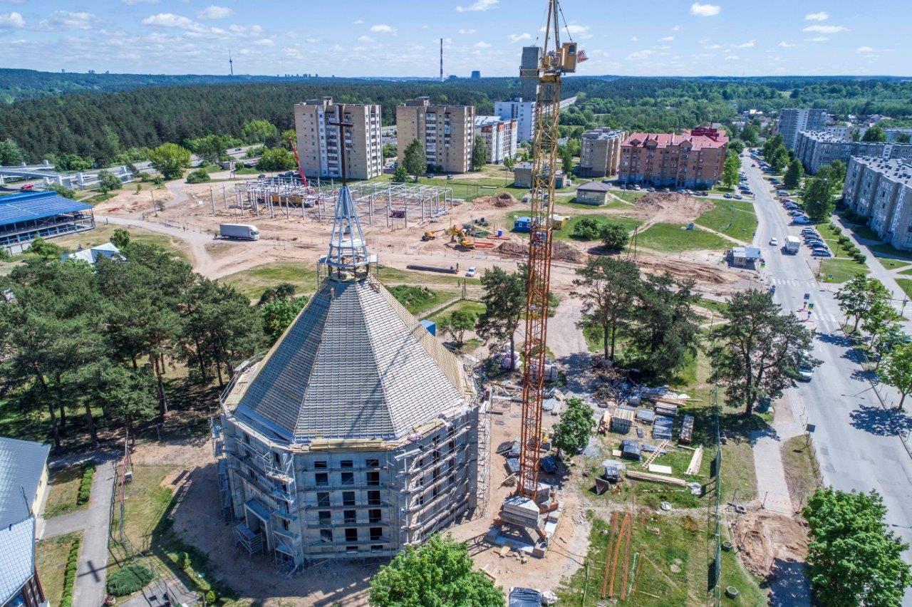 Grigiškių šventosios dvasios bažnyčia. Stogo dangos įrengimas.